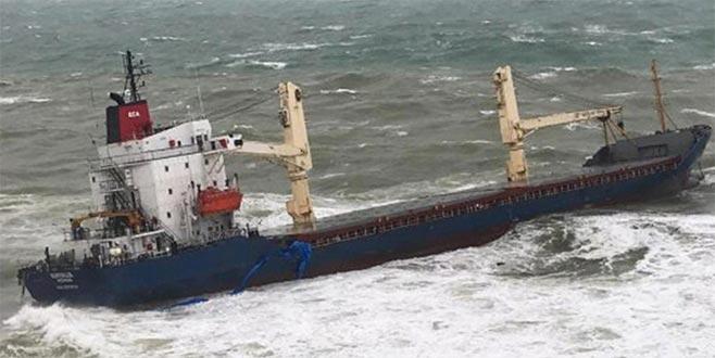 İstanbul'da kuru yük gemisi karaya oturdu