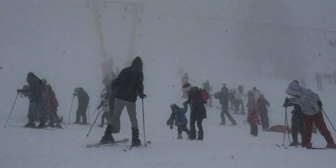 Uludağ'da kayak keyfine sis engeli