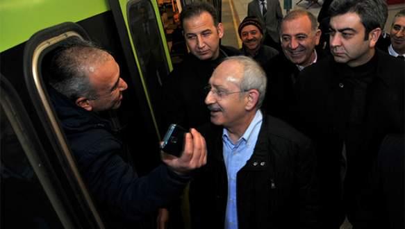 Kılıçdaroğlu ile metroda 'selfie'