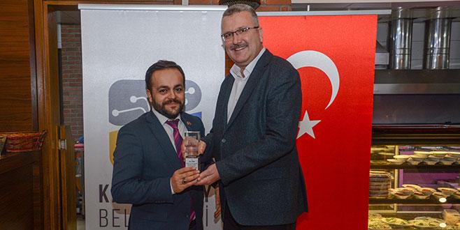 Başkan Özkan'danmeclis üyelerine plaket