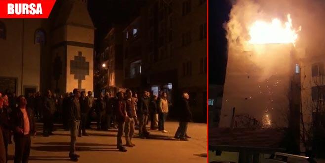 Korkutan yangın! Gece yarısı sokağa döküldüler...