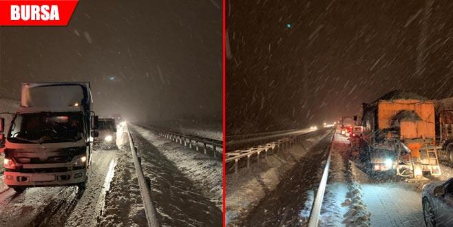 Kar yağışı ulaşımı aksatıyor