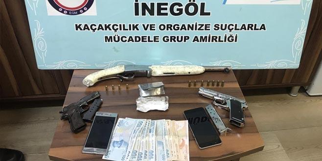 İnegöl'de operasyon: Silah ve uyuşturucu ele geçirildi