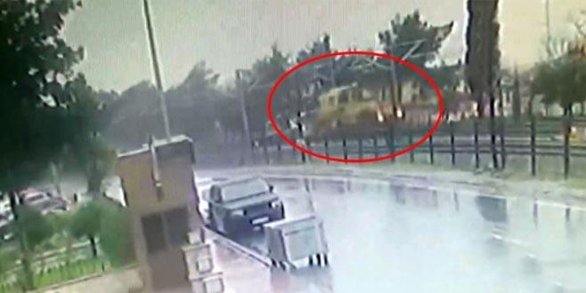 Tren hattındaki korkunç kaza kamerada! Kafa kafaya çarpıştılar