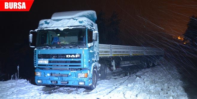 Kar yağışı ilçelere ulaşımı da aksatıyor