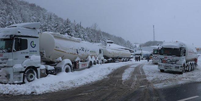 Bolu Dağı 15 saattir ağır araçlara kapalı