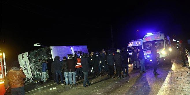 Yolcu otobüsü devrildi: 2 ölü, 35 yaralı