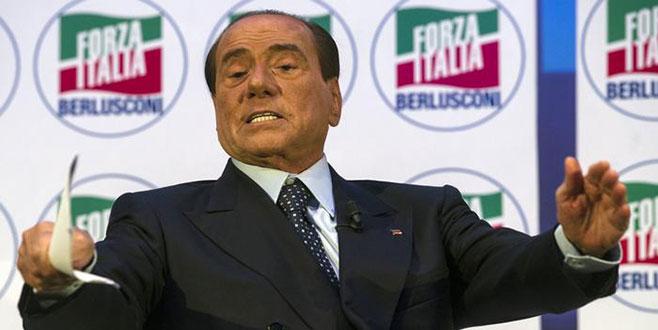 Berlusconigeri dönüyor