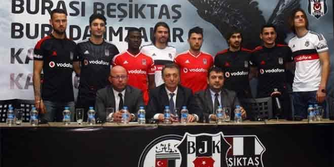 Beşiktaş'ta toplu imza töreni