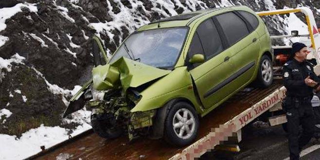 Bursa'dan Eskişehir'e gidiyorlardı! Kaza yaptılar: 1 ölü, 1 yaralı