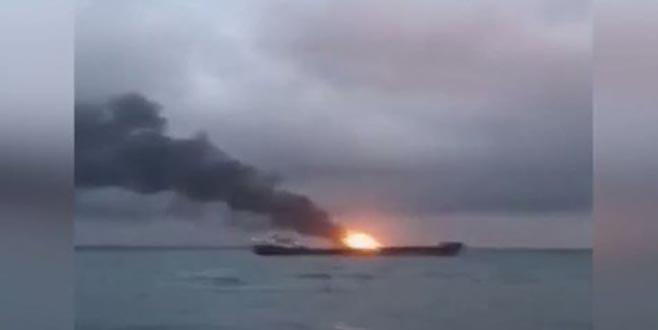Kerç Boğazı'nda 2 gemi alev aldı: Çok sayıda ölü var