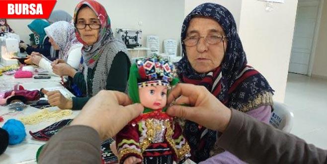 Asırlık kültürlerini oyuncak bebeklere işliyorlar