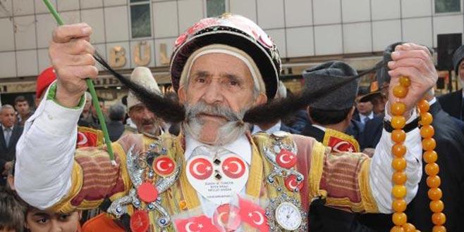 Dünyanın en uzun bıyıklı adamıydı! 'Pala Mevlüt' hayatını kaybetti