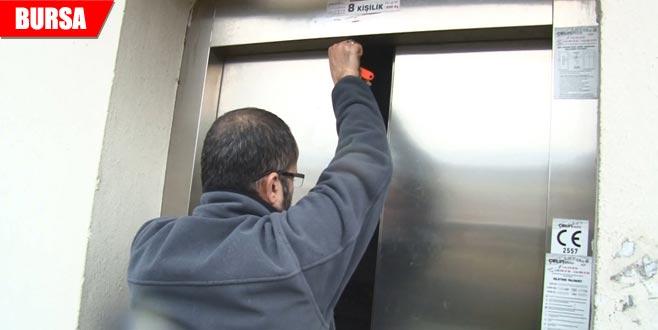 Asansörde mahsur kaldılar!