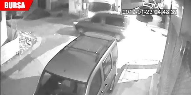İki araç çarpıştı! O anlar kamerada