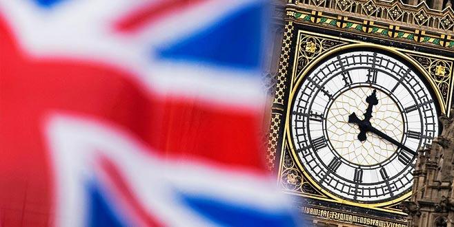 İngiltere'yi sarsan istifalar