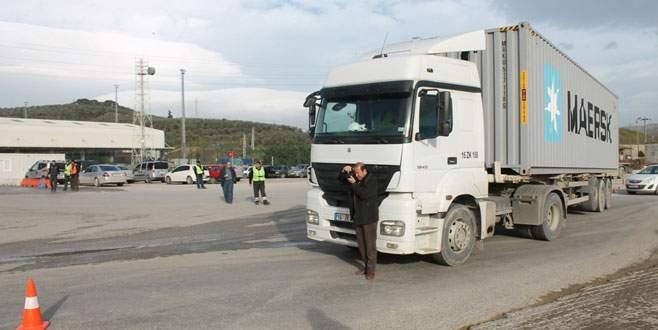 Bursa'da kamyonun altında kalan genç öldü