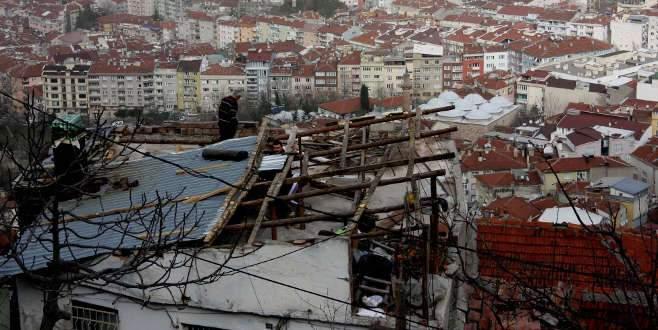 Bursa'da lodos 13 evin çatısını uçurdu!