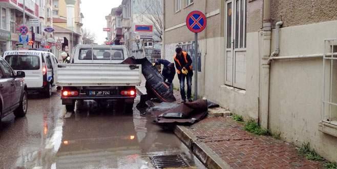 Mudanya'da lodos çatıyı uçurdu!