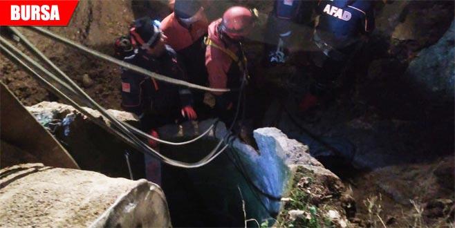 8 metrelik su kuyusuna düşen 400 kiloluk inek böyle kurtarıldı