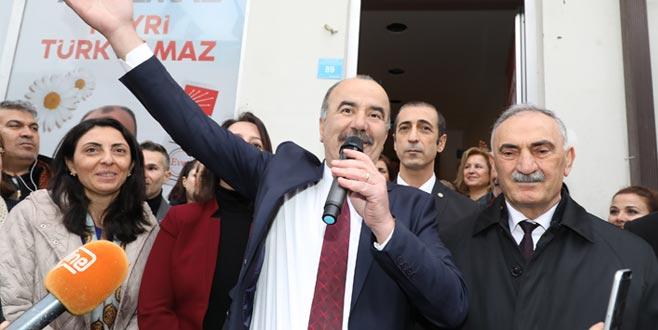 Türkyılmaz'dan miting gibi seçim bürosu açılışı