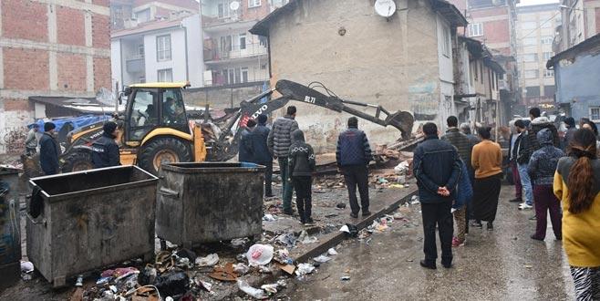 Refah Sokak'ta temizlik operasyonu