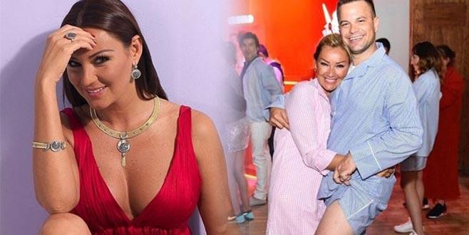 Pınar Altuğ ve eşinden bornozlu poz!