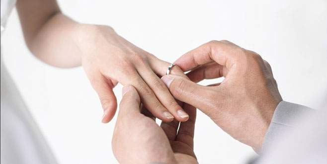 Evlenme vaadiyle dolandırdı