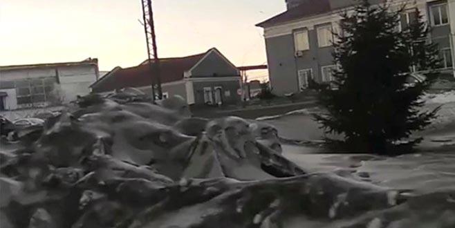 Siyah kar yağdı, görenler şaşıp kaldı