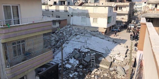 5 katlı bina çöktü
