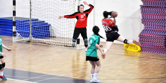 Mudanya Hentbol Takımı ikinci yarıda güldü