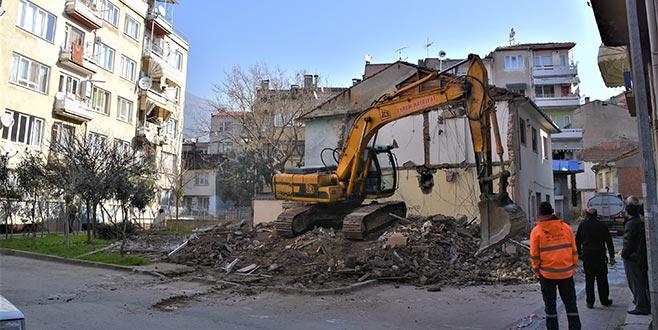 Eski binalar yıkılıyor