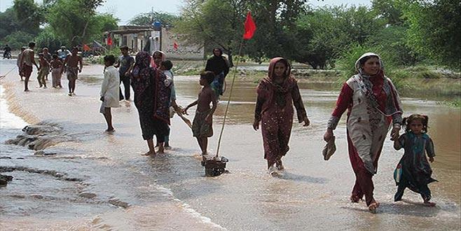 Pakistan yağışlarlaboğuşuyor: 13 ölü