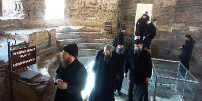 Yunanistan Ortodoks Kilisesi papazları, Ayasofya Orhan Camii'ni ziyaret etti