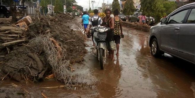 Endonezya'da sel felaketi: Ölü sayısı 70'e yükseldi
