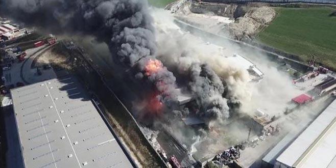 Kimya fabrikasında yangın