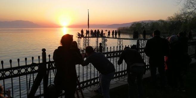 İznik Gölü ekinoksta fotoğrafçıları bekliyor
