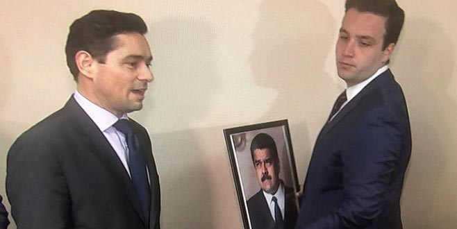 Maduro'nun resmini indirdiler