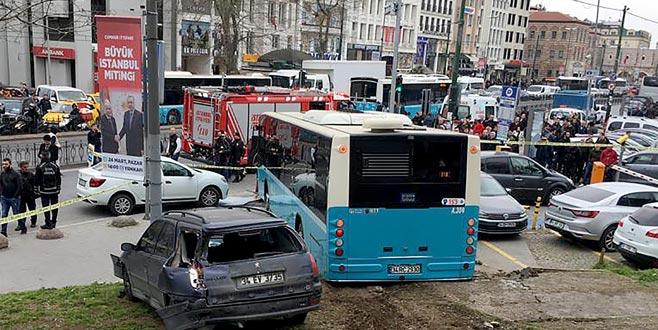 Halk otobüsü yayalara çarptı: Yaralılar var
