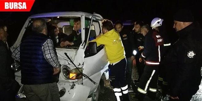 Yangına giden itfaiye aracına kamyonet çarptı