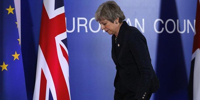 Brexit'e karşılıkistifa teklifi