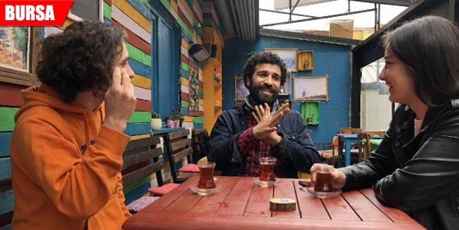 Bu kafede herkes işaret dili konuşuyor