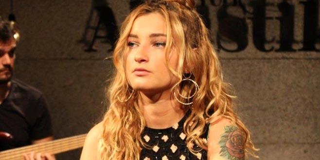 Ünlü şarkıcıyı kahreden ölüm haberi!