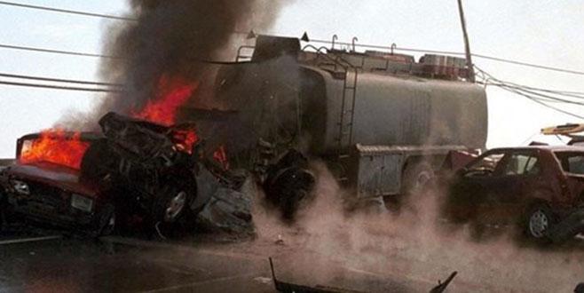 Yakıt tankeri ile kamyon çarpıştı