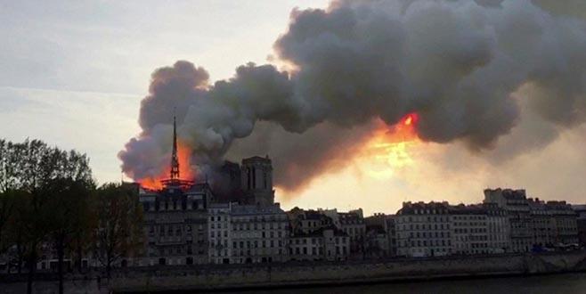 850 yıllık ünlü Dame Katedrali'nde yangın