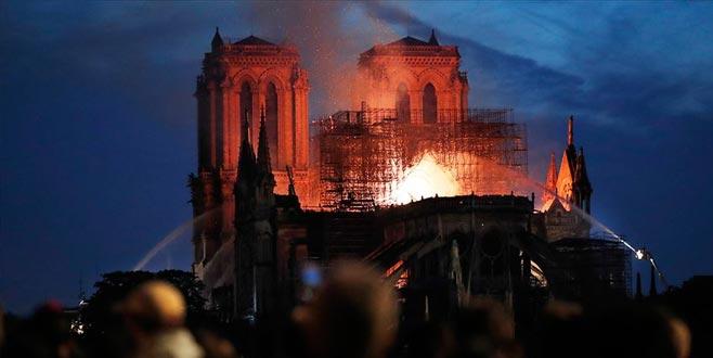 Notre Dame Katedrali'ndeki yangın 8,5 saat sonra söndürüldü