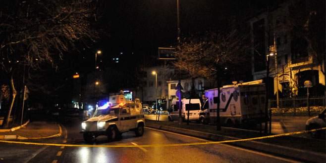 AK Parti önündeki polis noktasına silahlı saldırı!