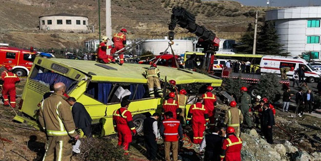 İran'da yolcu otobüsü devrildi
