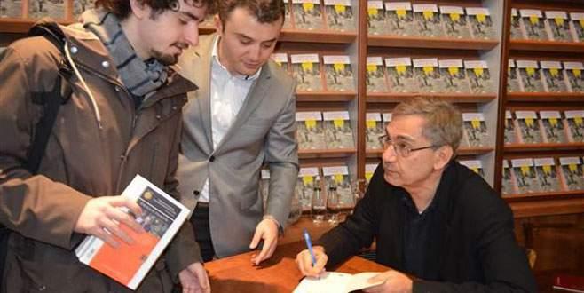 Orhan Pamuk, imza günü için Bursa'daydı