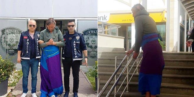 İç çamaşırıyla yakalanan Rus hırsız masa örtüsü ile sarıldı